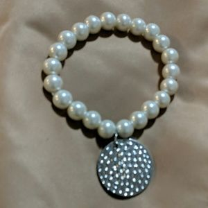 Jewelry - New Pearl Bracelet with medallion